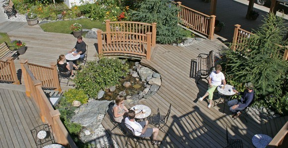 Keno Lounge courtyard